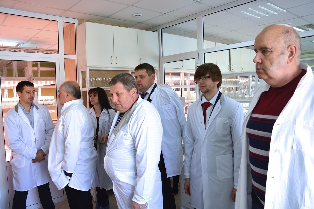 Делегация из Болгарии в лаборатории клонального микроразмножения